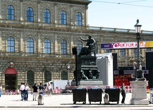 如果看到慕尼黑皇宫区的狮子雕像,可要记得摸摸狮子的鼻子,这样就可以