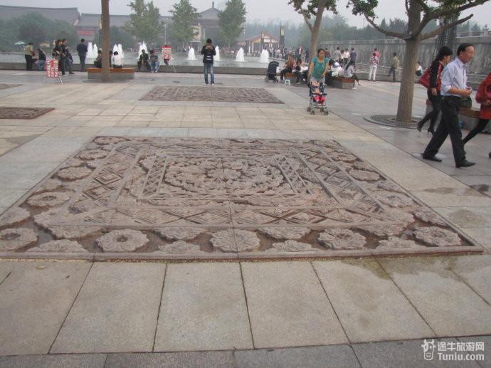 大雁塔广场音乐喷泉:西安大雁塔北广场是一个规模宏大的音乐喷泉广场