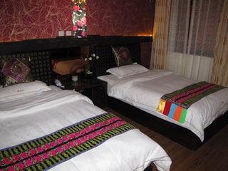 彝仙居酒店房间