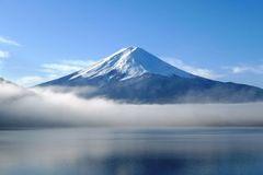 富士山下打一字